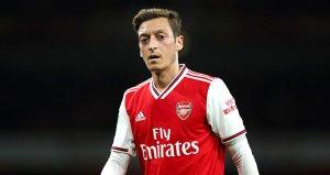 Arsenal Teknik Direktörü Unai Emeryden Mesut Özile açık kapı!