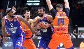 Anadolu Efes, Valencia'yı ikinci yarıdaki oyunuyla devirdi!