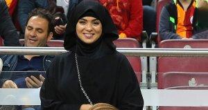 Galatasaraylı taraftarlar eşinin geldiği maçta Belhandayı ıslıklandı