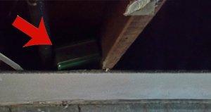 Yeni taşındığı evin çatı katında bulduğu şey karşısında şoke oldu!