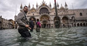 Avrupa kentinde su seviyesi 154 santimetreye ulaştı, meydan kapatıldı