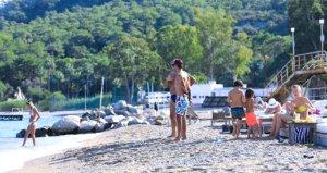 Antalya'ya ara tatilde 50 bin turist geldi! Sahillere akın var