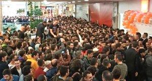Ankara'daki Mi Store açılışı izdiham nedeniyle ertelendi