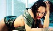 Rihanna bikinili pozlarıyla sosyal medyayı salladı