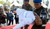 Endonezya'da infaz sırasında bayıldı! Ancak ceza yarım kalmadı