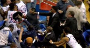 Kansas State Üniversitesi - Kansas Üniversitesi maçında oyuncular arasında büyük kavga yaşandı