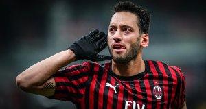 Milan, Hakan Çalhanoğlu'nun 2 gol attığı maçta Torino'yu 4-2 yenerek İtalya Kupası'nda yarı finale çıktı