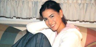 Teknede yoga yapan Zeynep Tokuş, bacak hareketiyle ağızları açık bıraktı