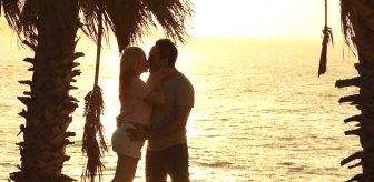 Şarkıcı Ece Seçkin, nişanlısının yeni yaşını dudak dudağa pozla kutladı