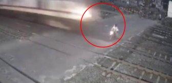 Trenin çarptığı motosiklet sürücüsü feci şekilde can verdi