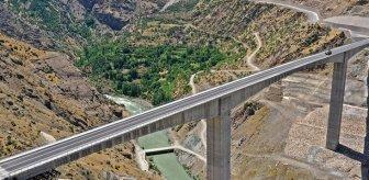 Beş ili birbirine bağlayan Türkiye'nin en yüksek köprüsünde sona gelindi
