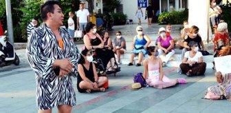 Eylemci kadınlar tarafından kovulan Murat Övüç küplere bindi