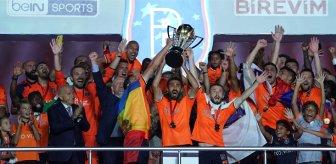 Şampiyon Başakşehir'den bir imza daha! Deneyimli isim bir yıl daha takımda