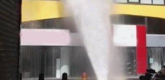 Beşiktaş'ta büyük panik! Patlayan borudan fışkıran su 3. kata ulaştı