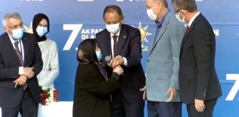 Kongrede sahneye çıkan yaşlı kadın Erdoğan'dan ricada bulundu: Damadına benim için sarıl