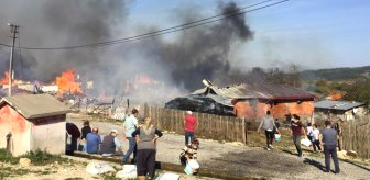 Son Dakika! Bolu Kuzfındık köyünde bir evde çıkan yangın, rüzgarın da etkisiyle bütün köye sıçradı