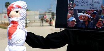 Adana'daki ABD Konsolosluğu'nun önüne kanlı oyuncak bebek bırakıldı