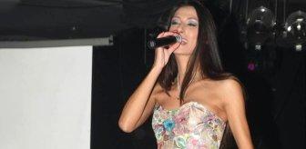 Hayranları kahroldu! Sevilen şarkıcı, evinde ölü bulundu