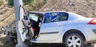 Otomobilyön levhasına ok gibi saplandı! Sürücü yaşam mücadelesi veriyor